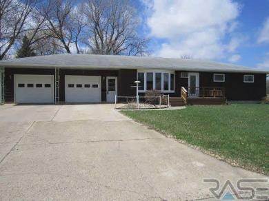 715 N Liberty Ave, Madison, SD 57042