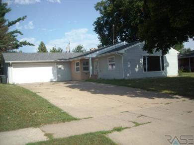1905 S Blauvelt Ave, Sioux Falls, SD 57105