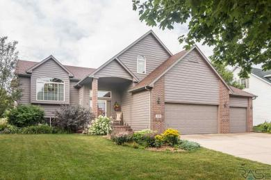 713 W Victory Ln, Sioux Falls, SD 57108