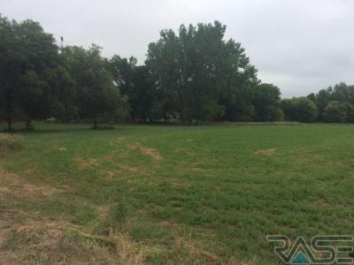 Photo of 2100 N Bahnson Ave, Sioux Falls, SD 57103