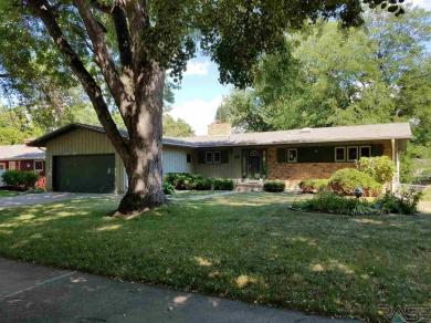 2604 S Lincoln Ave, Sioux Falls, SD 57105