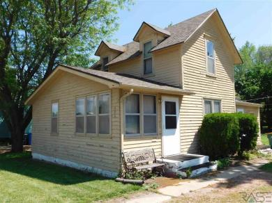 524 Cliff Ave, Sioux Falls, SD 57103
