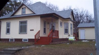 502 NW 2nd St, Madison, SD 57042