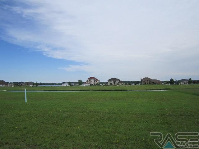 118 Linden Dr, Madison, SD 57042