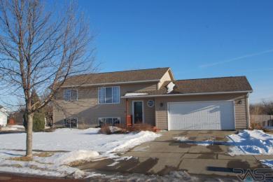 4900 S Anna Ln, Sioux Falls, SD 57106