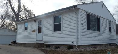 1924 S West Ave, Sioux Falls, SD 57105