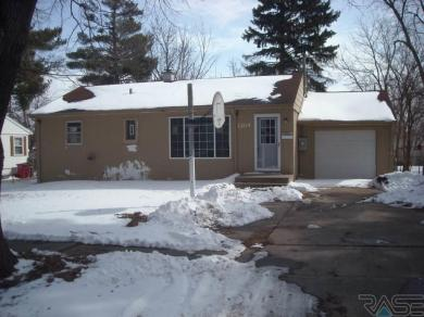 1204 S Wayland Ave, Sioux Falls, SD 57105