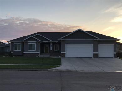 7412 S Heatherridge Ave, Sioux Falls, SD 57108