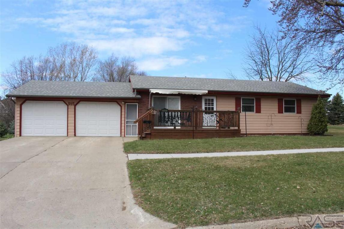 915 N Liberty Ave, Madison, SD 57042