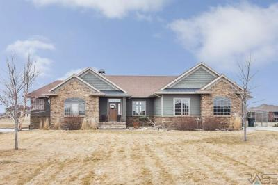 Photo of 202 Linden Dr, Madison, SD 57042