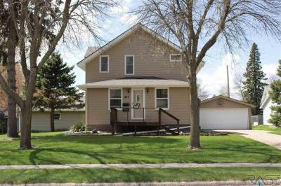 Photo of 817 N Prairie Ave, Madison, SD 57042