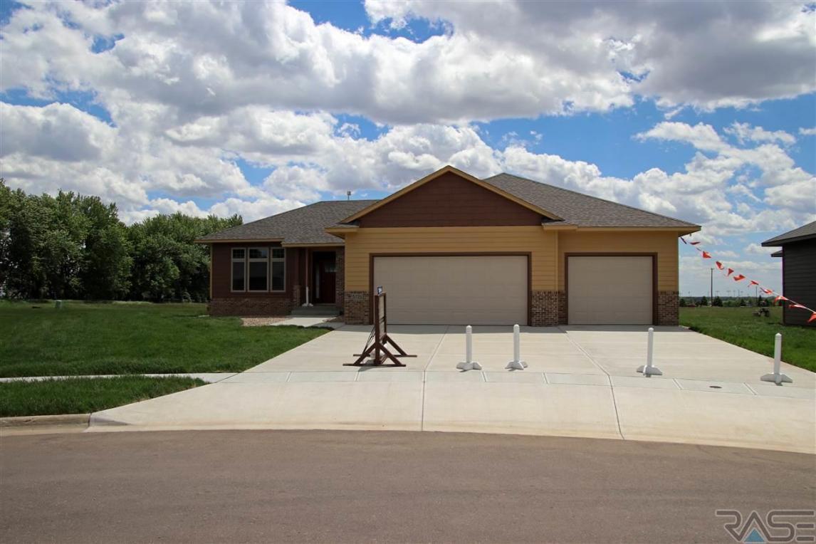 5721 East Meadow Oak Cir, Sioux Falls, SD 57110