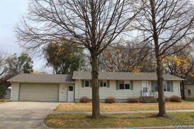 Photo of 110 N Jefferson Ave, Madison, SD 57042