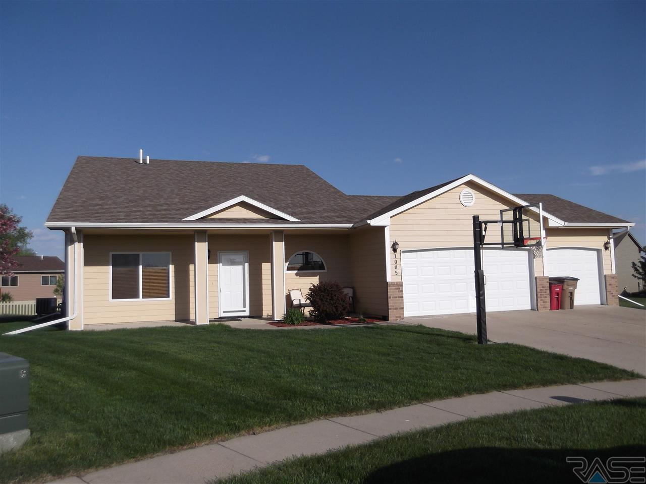 EXIT Realty Sioux Empire presents 1005 Greyhawk Circle!
