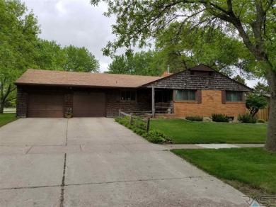 824 N Prairie Ave, Madison, SD 57042