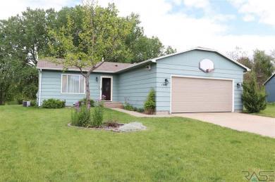 1304 N Homestead Cir, Sioux Falls, SD 57103