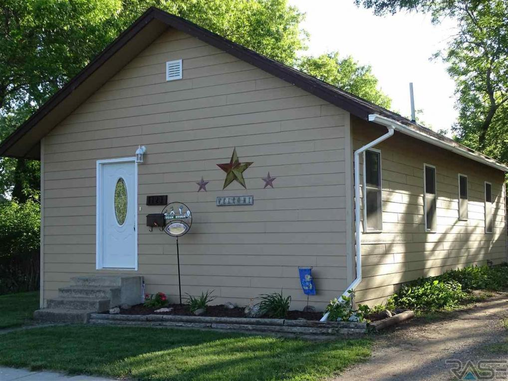 123 N Catherine Ave, Madison, SD 57042
