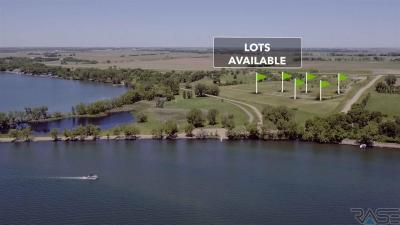 Photo of 6100 Point Dr, Madison, SD 57042