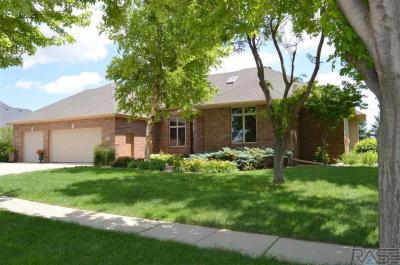 Photo of 6220 S Pinehurst Ct, Sioux Falls, SD 57108