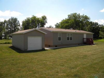 Photo of 6083 Point Dr, Madison, SD 57042