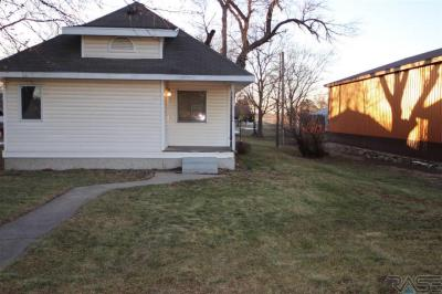 Photo of 361 N Juniper Ave, Parker, SD 57053
