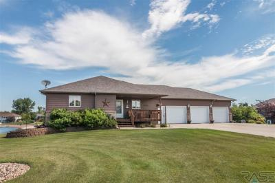 Photo of 404 Linden Dr, Madison, SD 57042