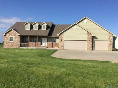 Photo of 47199 S Clubhouse Rd, Sioux Falls, SD 57108