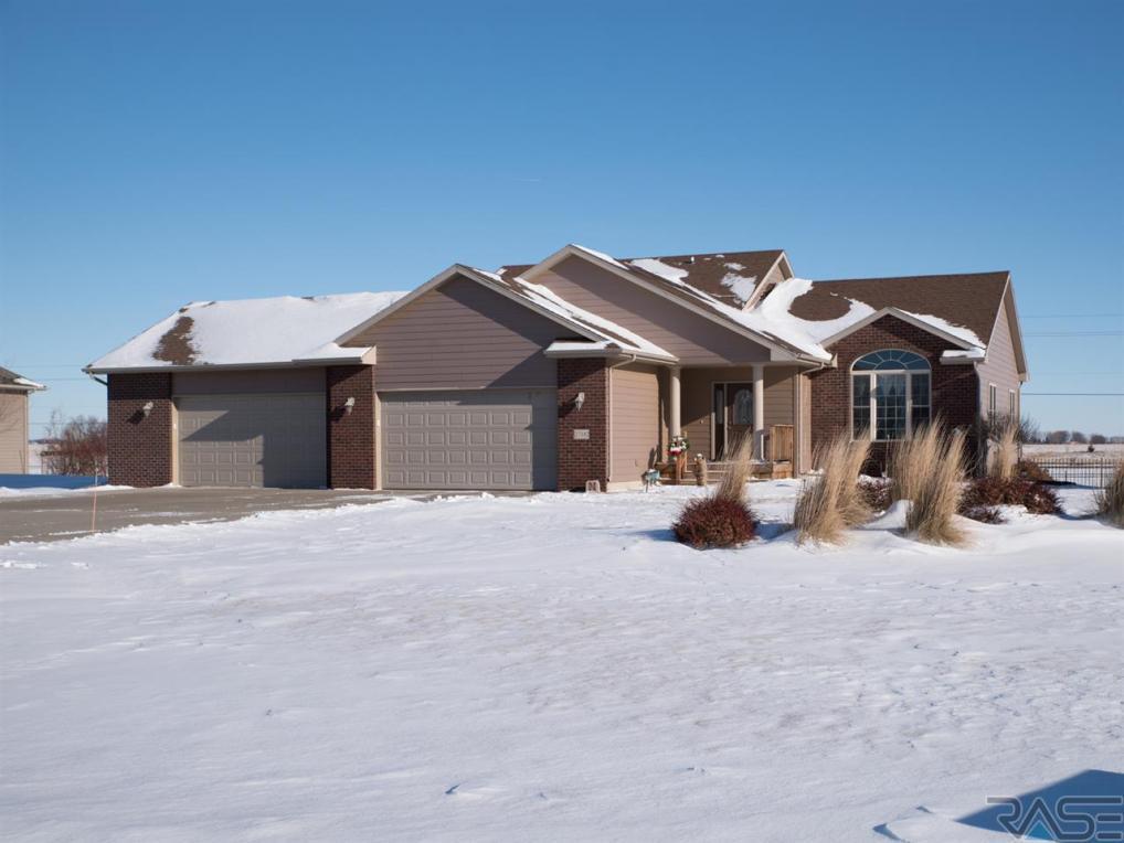 27182 Bakker Pl, Sioux Falls, SD 57108
