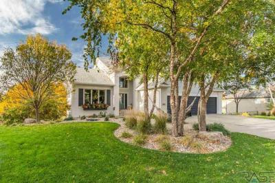 Photo of 205 W Spy Glass Dr, Sioux Falls, SD 57108