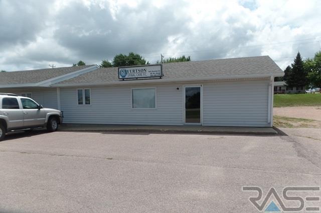 513 W 4th St, Dell Rapids, SD 57022