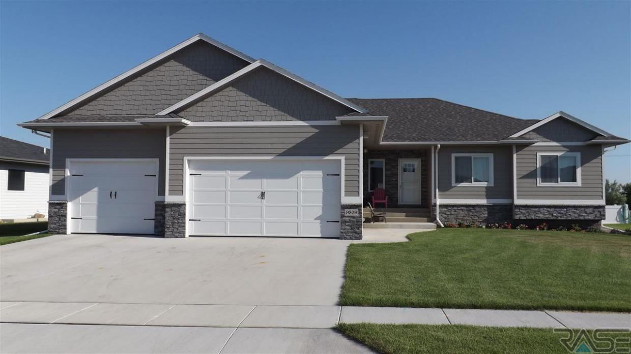 9309 Kingfisher Dr, Sioux Falls, SD 57106