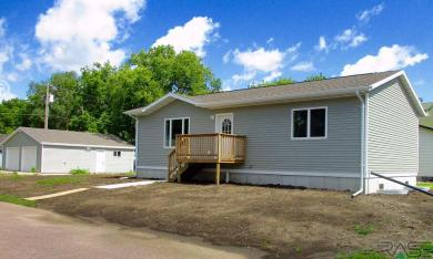 600 W 6th Ave, Canistota, SD 57012