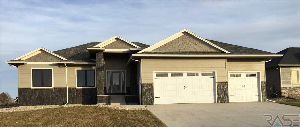 8000 S Pinewood Ave, Sioux Falls, SD 57108