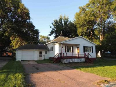 Photo of 221 W 4th Ave, Lennox, SD 57039