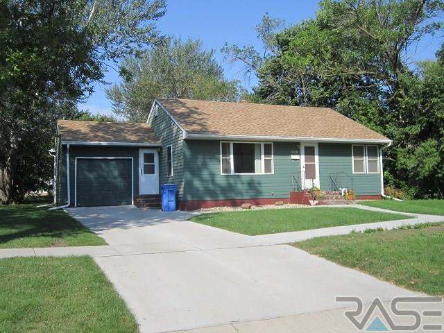 609 N West Ave, Madison, SD 57042