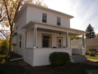Photo of 309 NW 1st St, Madison, SD 57042