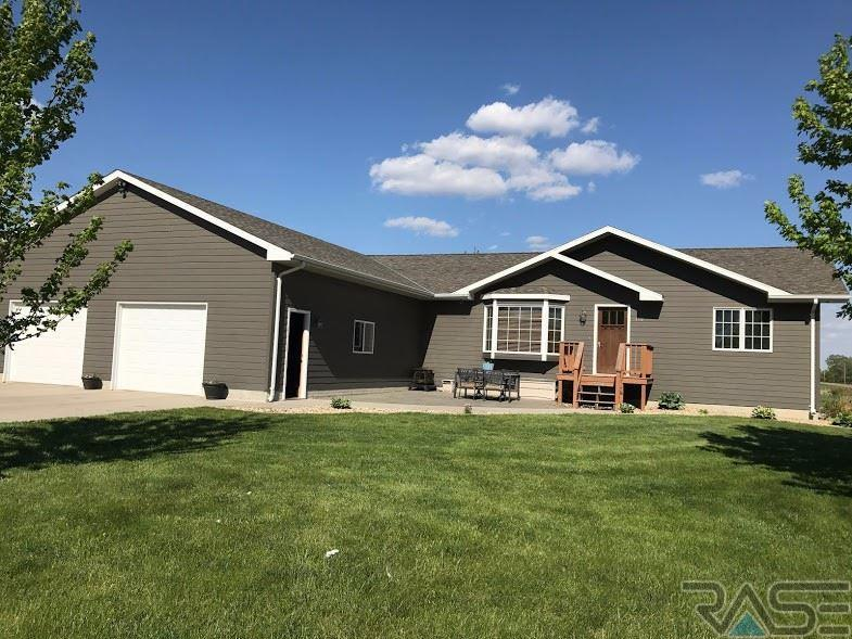 150 S 8th St, Emery, SD 57332