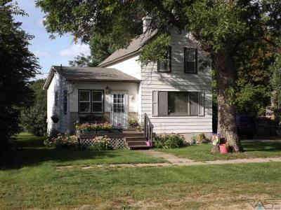 Photo of 212 E Rummel Ave, Lennox, SD 57039
