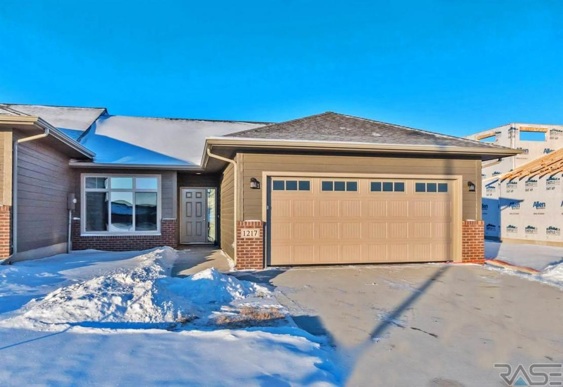 1217 S President Ct, Sioux Falls, SD 57106