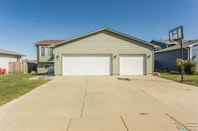 828 S Tanglewood Ave, Sioux Falls, SD 57106