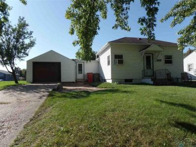 Photo of 205 N Oaks Ave, Hartford, SD 57033