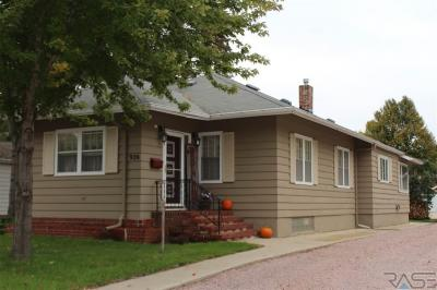 Photo of 926 Egan Ave N, Madison, SD 57042