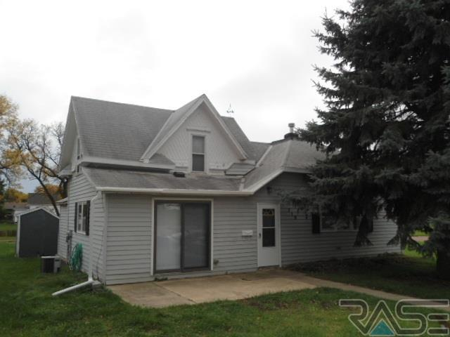 319 NW 7th St, Madison, SD 57042