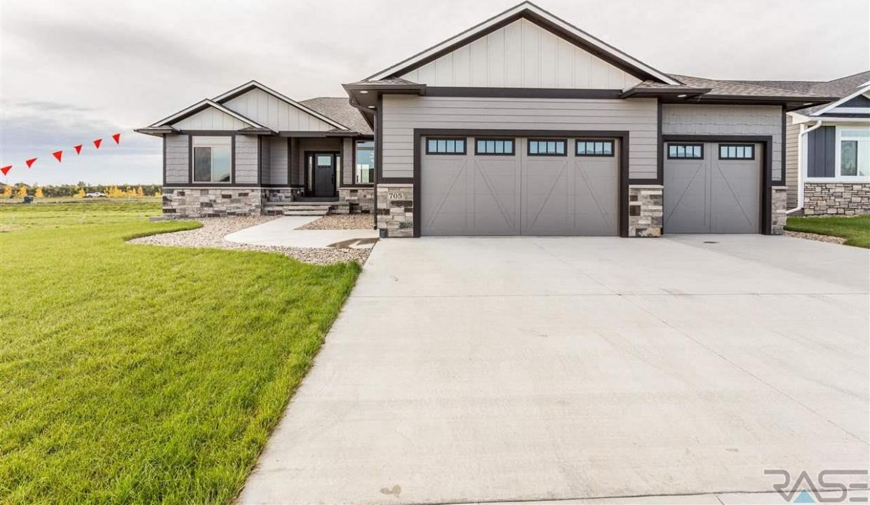 705 E Shadow Creek Ln, Sioux Falls, SD 57108