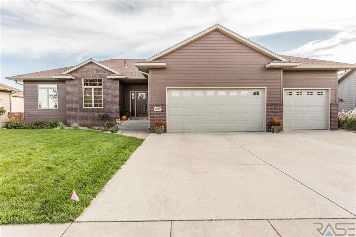 7912 S Copper Ridge Rd, Sioux Falls, SD 57108