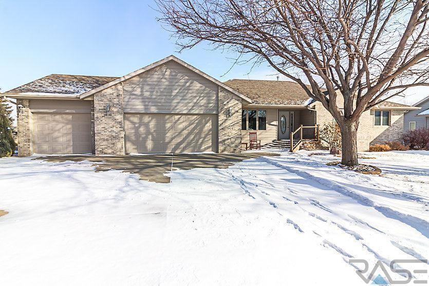 1804 S Strabane Cir, Sioux Falls, SD 57106