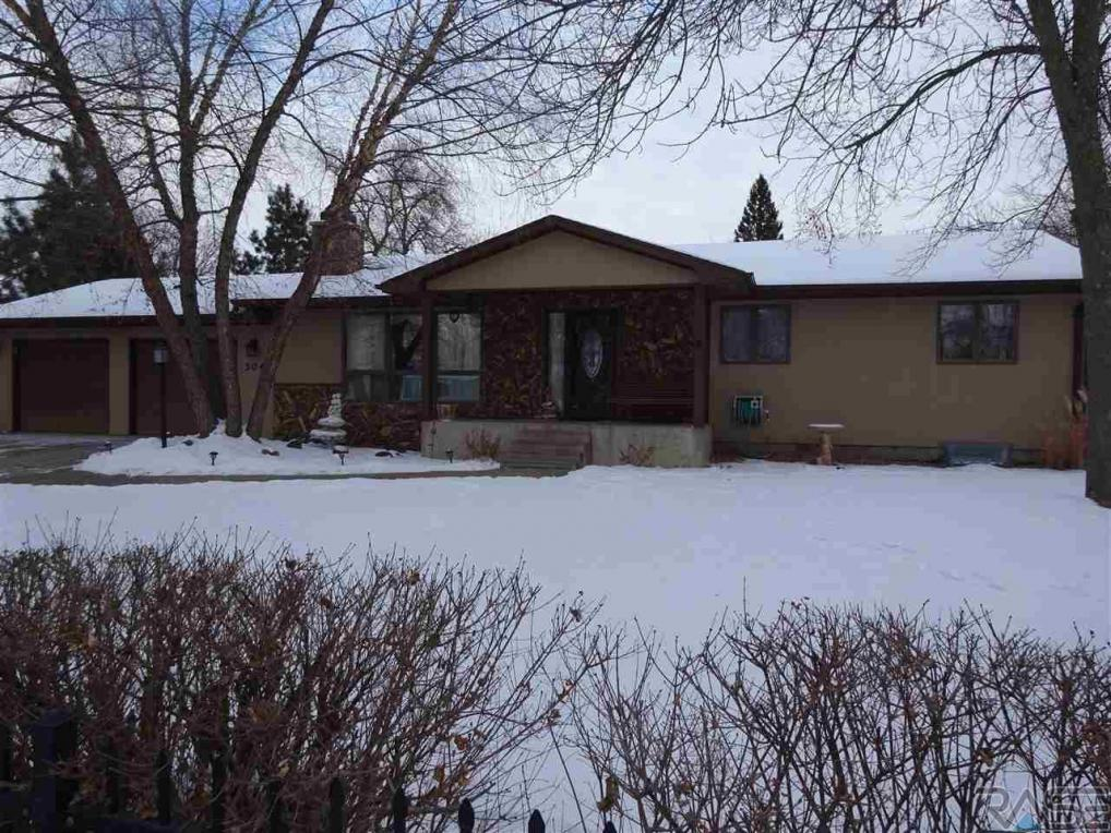 304 S 3rd Ave, Brandon, SD 57005