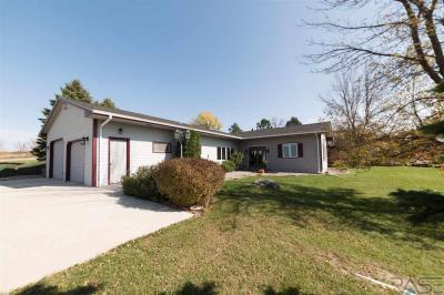 Photo of 6102 Dakota Dr, Madison, SD 57042