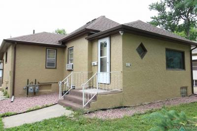 Photo of 611 S Hawthorne Ave, Sioux Falls, SD 57104