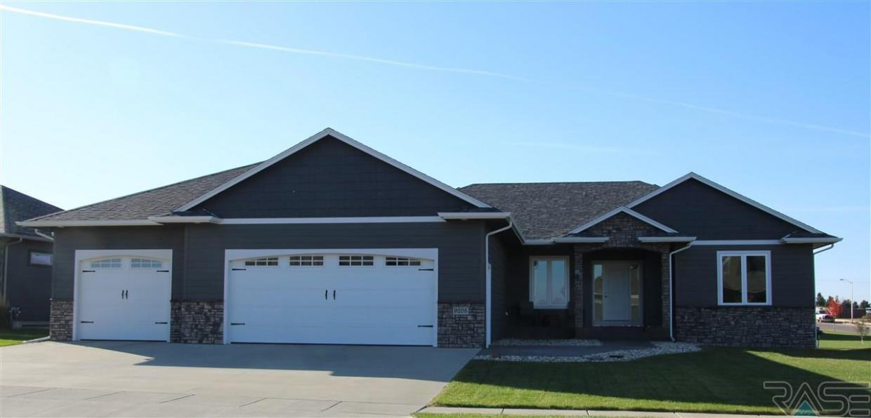 9205 W Dragonfly Dr, Sioux Falls, SD 57107